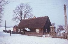 XIX-wieczny dworek konstrukcji zrebowej, odeskowany - Trzebuń