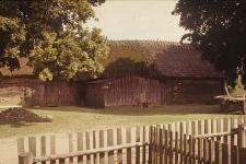 XVIII-wieczna stodoła z owczarnią w zagrodzie szlacheckiej - Czarna Dąbrowa