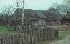 XVIII-wieczna stodoła konstrukcji zrębowej w zagrodzie Czapiewskich - Bytonia