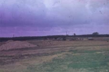 Budowa na terenie Parku Etnograficznego [Wdzydze] chałupy z Pogódek