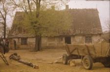 XVIII-wieczna chałupa konstrukcji szkieletowej z zabudowanym podcieniem pełnoszczytowym - Starkowa Huta