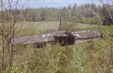 Szopa traczna, budowla słupowa częściowo obita deskami, pokryta dachen z szyngli - Kobylasz