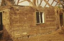 Rozbiórka XVIII-wiecznego dworku zrębowego z podcieniem narożnym, zabudowanym - Skwierawy