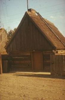 XIX-wieczna chałupa konstrukcji zrębowej z nadwieszonym szczytem - Zazdrość