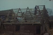 Rozbiórka jednownętrznego chlewika konstrukcji zrębowej wybudowanego w 1780 roku - Kaliska