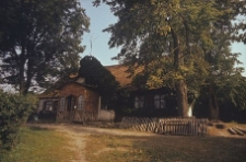 Dwór zrębowo-szkieletowy z lat 80-tych XVII wieku. Przebudowany - Luzino