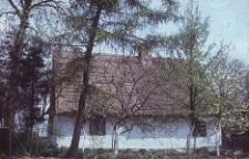 Chałupa konstrukcji szkieletowej z 1774 roku z zabudowanym podcieniem pełnoszczytowym - Kleszczewo