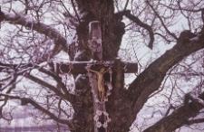 Krzyż przydrożny z metalową figurą Chrystusa - fragment - Brodnica Dolna