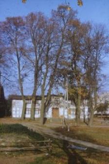 XVIII-wieczny dwór konstrukcji szkieletowej, przebudowany na pocz. XX wieku - Dąbrówka