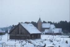 Skansen. Widok na XVII-wieczny kościół z miejscowości Swornegacie - Wdzydze KPE [2]