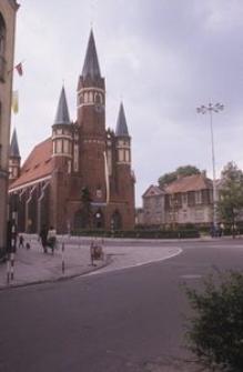 Zabytkowy kościół w centrum miasta - Wejherowo