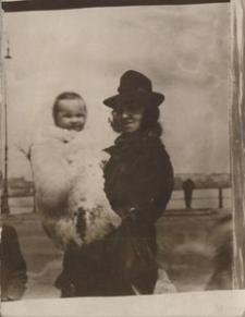 [Maria Zaborowska z córką Wandą (1)]