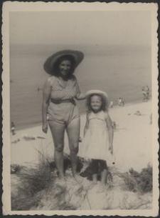 [Maria Zaborowska z córką Wandą (2)]