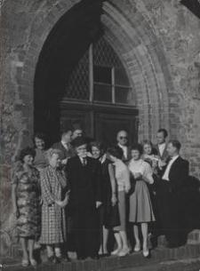 [Przed Muzeum w Darłowie - zdjęcie z kolekcji Marii Zaborowskiej]
