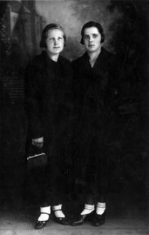 Janina (żona młynarza Wilhelma Wieliczko z Objazdy) i jej siostra, prządka Filomena Ragiel