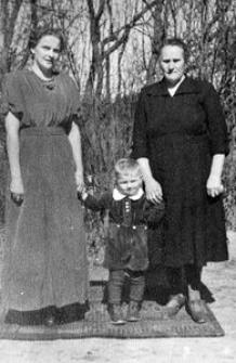 Elfrieda Grudzień z d. Gliefe (żona Stanisława) z synem Janem oraz matką Marią Gliefe