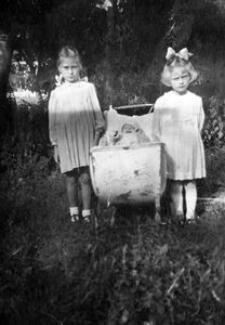 Henryka i Zofia Dębek z bratem