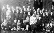 Szkoły Podstawowej w Żochowie z nauczycielem Alojzym Lemanemi