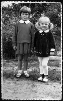 Elżbieta Bławat i Małgorzata Rzepińska w ogrodzie