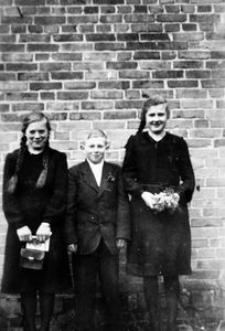 Hildegard Dreyer, Paul Notzke, Adelheid Roll z okazji konfirmacji