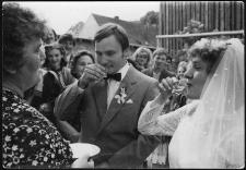 Powitanie w progu domu weselnego młodej pary Wioletty i Jerzego Setnych