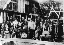 Mieszkańcy Kluk przy budowie domu
