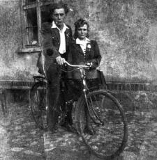 Mirosław Wołk z sąsiadką