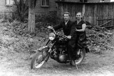 Jadwiga i Józef Kuczyńscy na motorze