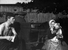 Józef Uzarek, Aniela Uzarek (matka Józefa) z wnuczką Danutą (córką Józefa) przy bryczce