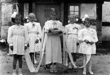 Dzieci z Objazdy przed wyjazdem na procesję Bożego Ciała do Wytowna