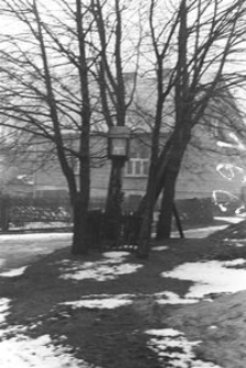 Kapliczka na słupie - Łosienice [1]