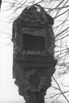 Kapliczka na słupie - Mojusz [2]