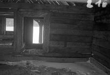 Chata zrębowa w budowie - ściana i drzwi z wielkiej izby do sieni - Piechowice [1]