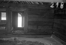 Chata zrębowa w budowie - ściana i drzwi z wielkiej izby do sieni - Piechowice [3]