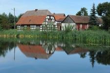 Budynek mieszkalny wraz z zabudowaniami gospodarczymi w Bruskowie Wielkim (4)