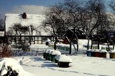 Budynek mieszkalny w Krzemienicy zimą (1)