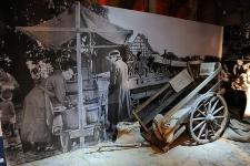 Wóz dwukołowy w Muzeum Kultury Ludowej Pomorza w Swołowie (1)