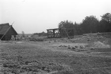 Budowa stodoły szkieletowej przeniesionej ze Skorzewa do KPE - Wdzydze