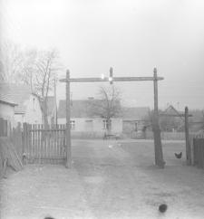 Brama w ogrodzeniu zagrody Józefa Łosińskiego - Górki