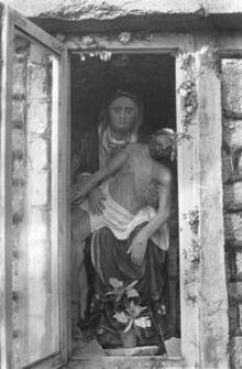 Pieta z kapliczki w zagrodzie Czapiewskich - Trzebuń
