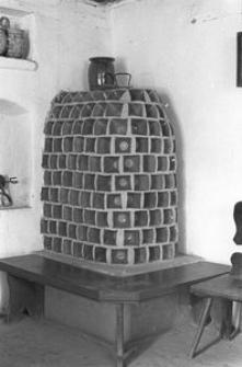 Piec ogrzewczy z kafli doniczkowych - Wdzydze