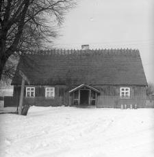 XIX wieczny dworek konstrukcji zrębowej - Trzebuń