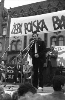 Solidarność 1989 wybory parlamentarne [wiec przedwyborczy przed słupskim ratuszem 3]