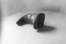 Róg ukształtowany i wstępnie obrobiony na tabakierkę w kształcie buta