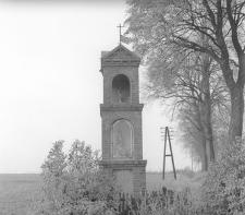 Kapliczka murowana na roztaju dróg - Mirotki