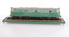 Model lokomotywy spalinowej SP 45