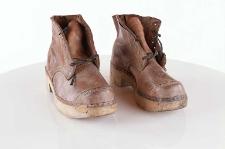 Buty skórzane sznurowane z podeszwą drewnianą (drewniaki )