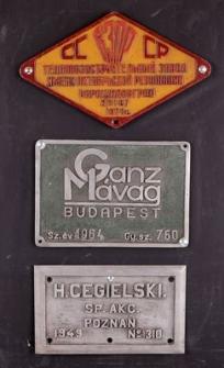 Tabliczki z oznakowaniem lokomotyw spalinowych i parowozu