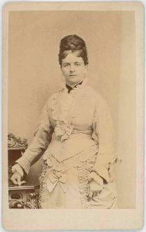 Zdjęcie kobiety - portret do kolan