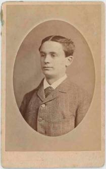 Zdjęcie młodego mężczyzny - półpostać
